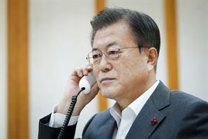 """문대통령 지지율 43.6%…""""백신 접종에 대한 기대감 반영"""""""