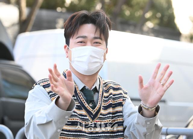 박현빈, 출근길 훈훈한 미소