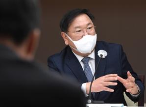 """민주당 만난 박용만·스타트업 대표들 """"기회의 문 열어달라"""" 규제개선 건의"""