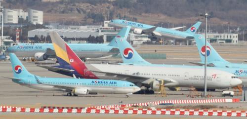 희비 엇갈리는 항공업계…'나홀로 흑자' 대한항공, 아시아나 최대 2,000억 손실 전망