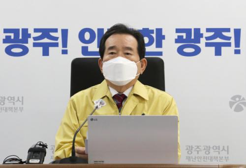 """정 총리""""구정 연휴 코로나 교차로… 턴 온라인, 세뱃돈 모바일"""""""