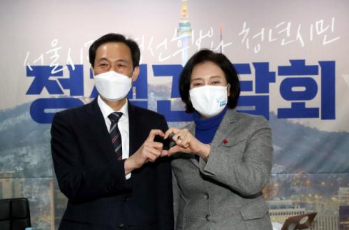 박원순 전 서울 시장이 경연을 흔든다 … '정신 계승'우상호 vs. '거리 유지'박영선 승자는?