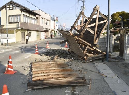 10 년 만에 부활 한 동일본 대지진에 대한 두려움 … 100 명 이상의 부상자