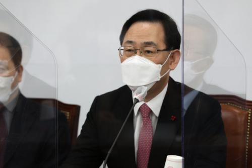 주호영 '선거 앞두고 4차 재난지원금… 돈으로 국민 주권 사겠다는 것'