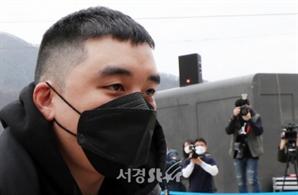 승리, 조폭 연루 폭행교사 피해자는 대형기획사 직원…양현석 문자 공개