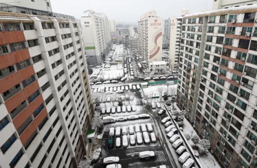 부동산 잡겠다더니... 집값 급등에 서울서 짐 싼 인구 2년 만에 최대치