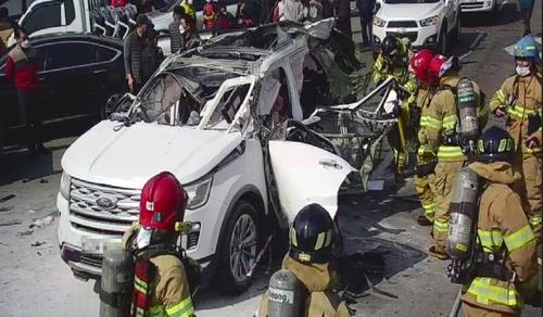 담뱃불 붙이자 '펑'…부탄가스 싣고가던 SUV 폭발