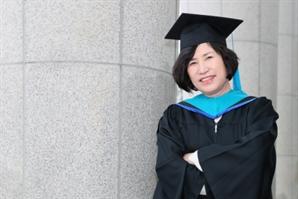 50세에 초교 입학, 환갑에 석사 학위… 이젠 모교 교단 서는 '늦깎이 학생'