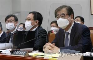 """서훈 안보실장, 북 귀순에 """"경계허술, 군·안보당국 책임"""""""