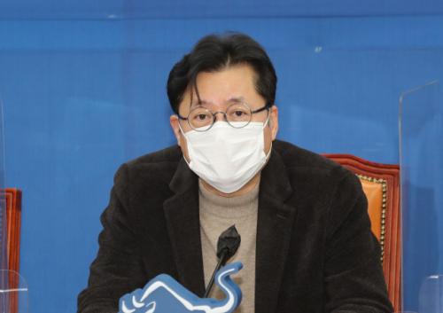 """홍익표 """"휴대폰 할부금리 11년 째 5.9%… 담합 가능성 조사해주길"""""""