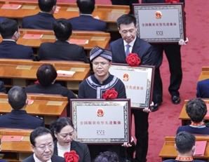 """양회 앞두고 """"中에는 '빈곤'이 없다""""는 시진핑 …장기집권 시도하나"""