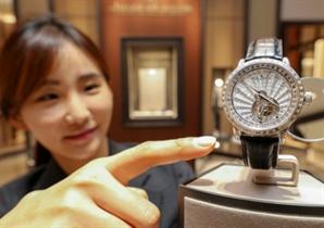 """[사진]현대백화점 """"국내에 하나뿐인 8억짜리 시계"""""""