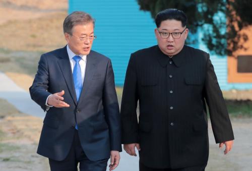 文대통령만 뺀 '北김정은 위인전' ...'핵에는 핵으로'