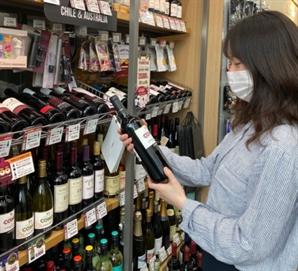 '홈술' 열풍에 편의점 와인 올해도 '인기 폭발'
