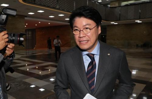 '김종인, 참으로 유치찬란' 직격한 장제원 '기호 2번 논란, 소아병적 영역 다툼'