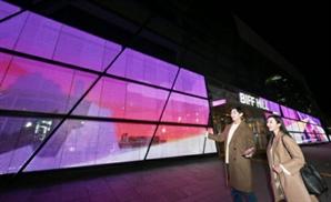 LG전자, 부산 '영화의전당'에 투명 LED 필름 설치