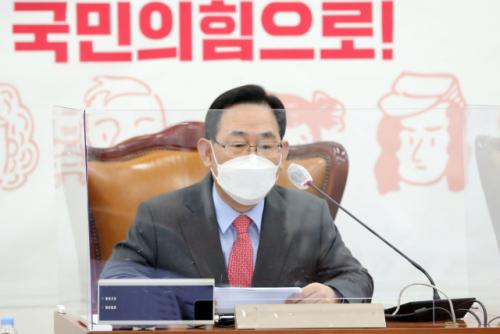 윤석열 사퇴파동…與 '정치검찰 쿠데타'vs野 '힘 합치자'