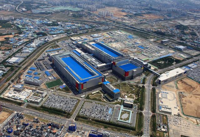 [뒷북비즈]글로벌 D램 시장 장악한 'K-반도체의 힘'…삼성·SK, 점유율 72%