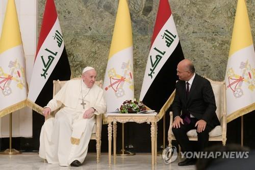 2,000년만에 최초로 이라크 방문한 교황 '폭력·극단주의 중단해야'