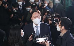 [서초동 야단법석] 사퇴한 尹, 법원에 남은 소송은 어떻게 될까