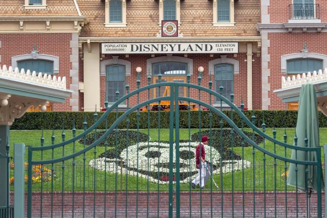 美 캘리포니아 디즈니랜드, 1년 만에 다시 문 연다