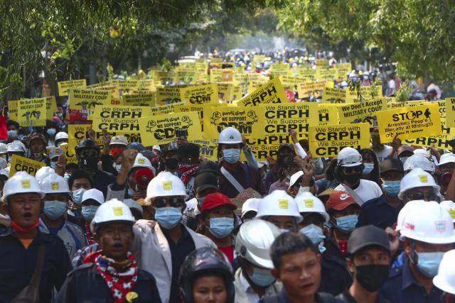 시위대 무력진압 미얀마 계엄령 확대설