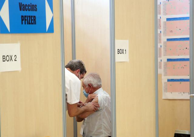 덴마크 연구원의 65 세 이상은 코로나 19에 다시 걸릴 위험이 높습니다.