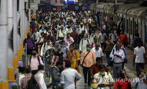 인도 뭄바이 주정부, 확진 자 폭발에 대한 전면 봉쇄 검토