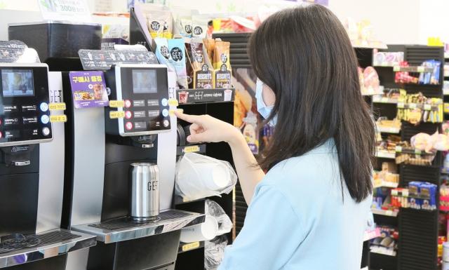 4050 카페는 옛말, '편의점 커피' 젊어졌다