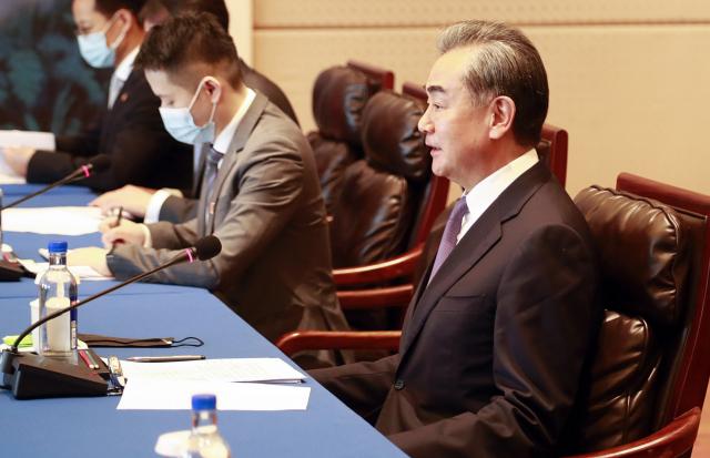 '북한이 군사적 위협에 직면해있다'는 中왕이