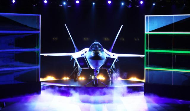 베일 벗은 한국형 전투기 KF-21, 앞으로 거칠 5가지 과제는