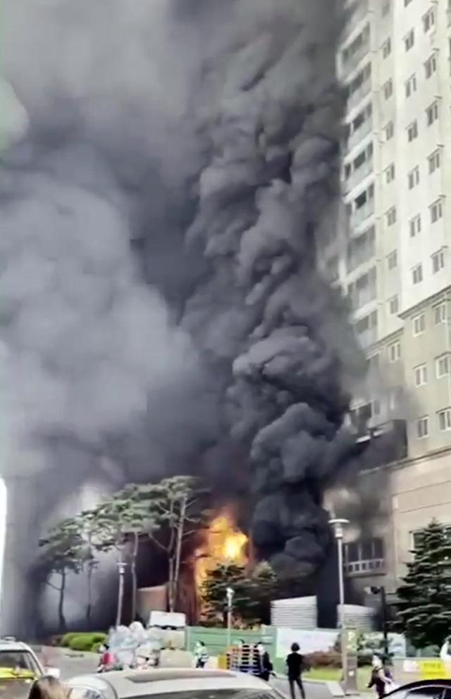 [속보]'남양주 주상복합 화재로 28명 연기 흡입 피해'