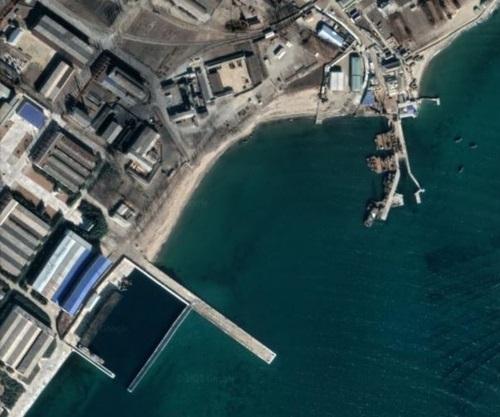 '북한 ,탄도탄 발사 가능한 새 잠수함 진수 준비'...신형 중대형 잠수함도 개발