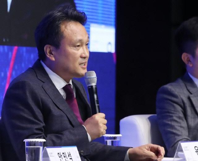 與 선거 '참패'에 안민석 '촛불혁명으로 무너진 보수 재건…큰 위기, 큰 변화가 필요'