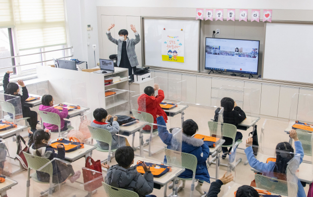 학교·학원가 방역 '초비상'…최근 3주간 중고생 확진 증가