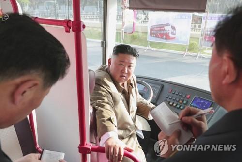 '김정은, 올해 핵·장거리미사일 시험 검토할 수도'