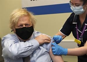 """영국, 50대 이상 백신 1차 접종 완료…""""7월까지 모든 성인 접종"""""""