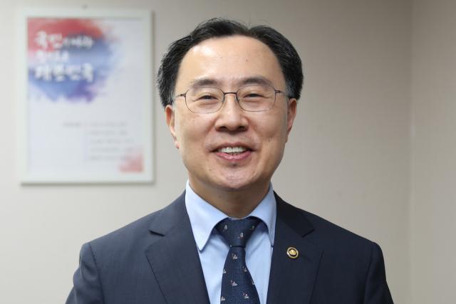 '산업정책통' 문승욱 산업부 장관 후보 '위기의 K반도체' 구원투수 기대