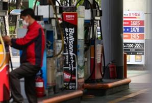기름값 언제 떨어지려나...휘발윳값 상승세 21주 만에 멈췄다