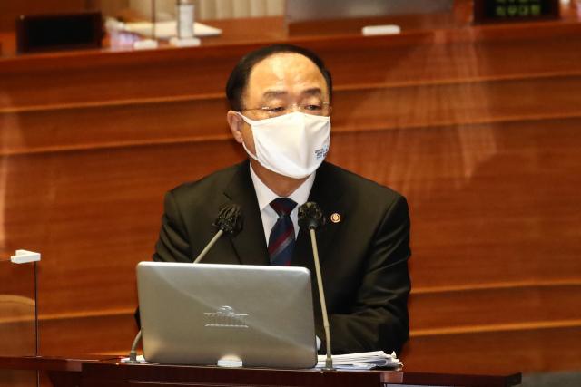 홍남기 '재산·종부세 인하 검토…공시가격 부담 줄일 것'