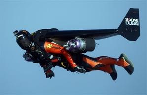 [영상] 하늘날던 두바이 제트맨, 낙하산 안펴져 결국