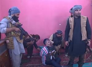 [영상]폭탄조끼 입고 졸도한 유명 배우…'ISIS 설정' 도 넘은 이라크 TV
