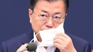 """백신 냉장고 텅 비었는데…文 """"접종 목표 초과달성"""""""