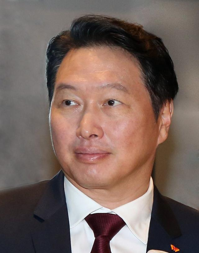 최태원, 이혼소송 1년 4개월 만의 법정 출석