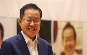 """[속보]홍준표 """"이제 돌아가겠다"""" 1년 만에 국민의힘 복당 선언"""