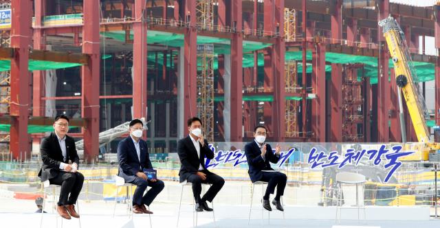 2년전 약속보다 판 키운 삼성…TSMC·인텔과 초격차 '진검승부'
