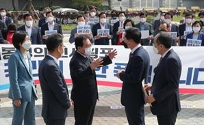 국민의힘 '총리 인준안 강행' 항의서한 전달