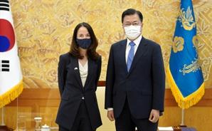 """文, 美 정보수장과 '북핵' 논의…전문가 """"한일관계부터 풀어야"""""""