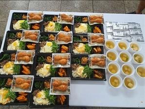 """비빔밥에 닭다리 2개…알찬 '해병대 도시락'에 네티즌 """"예산이 아니라 성의의 문제"""""""