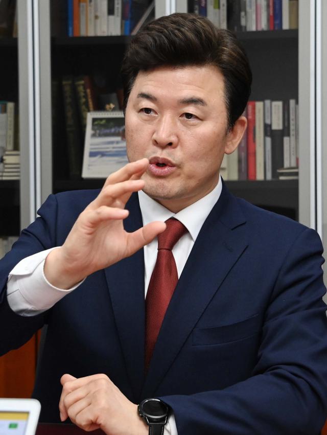 윤영석 '청년 사회진출 시기 당겨야…학제·군복무 단축할 것'